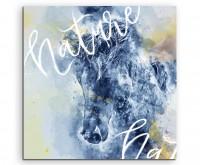 Pferd mit wilder Mähne und Kalligraphie