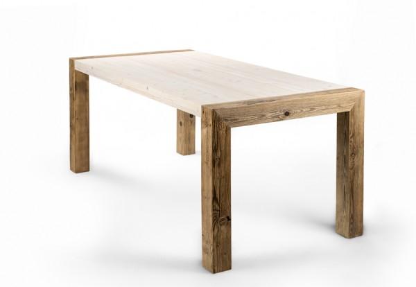 Esstisch aus massiven Altholz in Handarbeit gefertigt