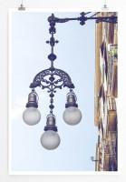 60x90cm Poster Urbane Fotografie – Straßenlampe in Barcelona