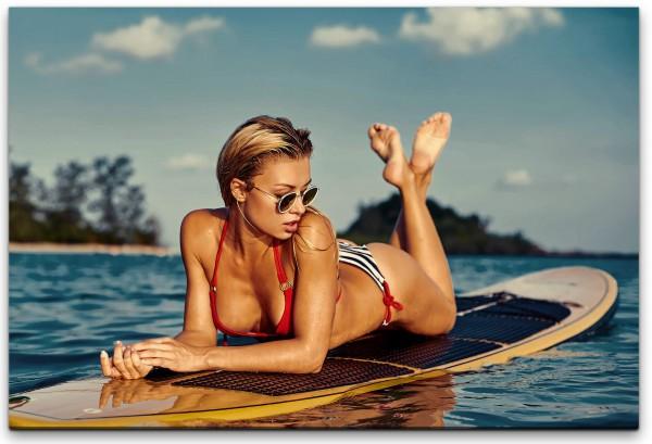 Frau auf Surfboard Wandbild in verschiedenen Größen