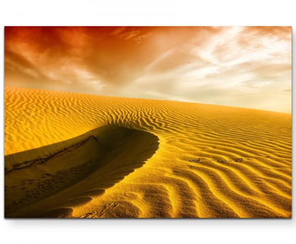 Sanddünen einer Wüste in der Abenddämmerung - Leinwandbild