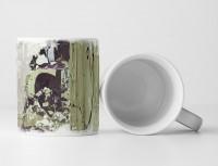 Tasse Geschenk olivgrün, schwarze Abstraktion, blau – lila Elementen