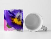 Tasse Geschenk Nahaufnahme einer Irisblüte