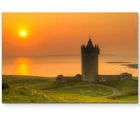 Naturfotografie – Doonegore Castle im Sonnenuntergang, Irland - Leinwandbild