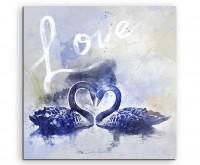 Verliebte Schwäne in Blautönen mit Kalligraphie